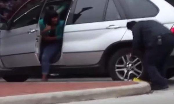 Bilen låstes fast – kvinnan körde ändå