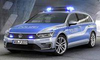 VW Passat GTE blir smygande polisbil med eldrift