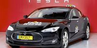 Taxi Stockholm köper in tio stycken Tesla Model S
