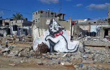 Banksy är tillbaka – målar katter under brinnande krig
