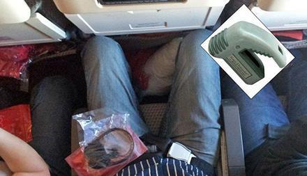 Plastmanick på flygplanssits orsakade storbråk