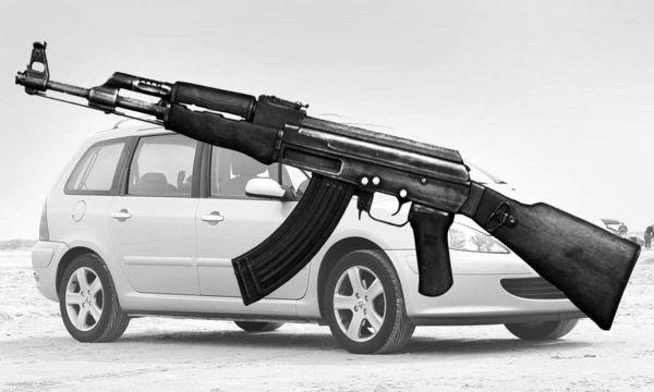 Lastbilschaufför hotades med AK47:a