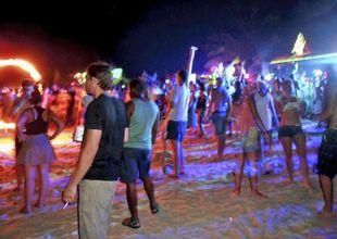 Thailand förbjuder strandpartyn