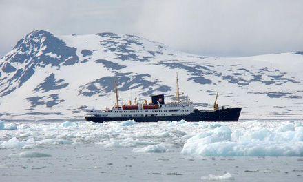 Stordalen lägger bud på Hurtigruten